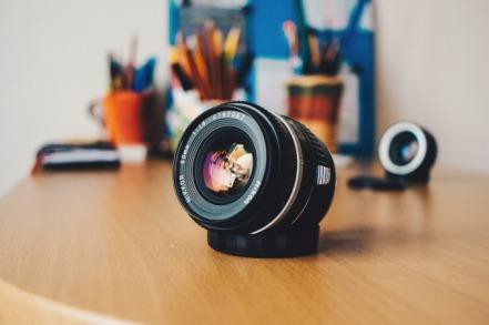 lens-2030760_1920